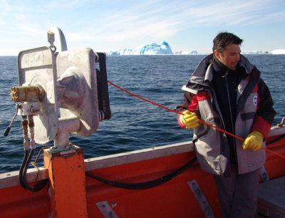 a Laurent Duthion lors d'une manipulation en Antarctique pendant le programme Icota © Philippe Koubbi, février 2007